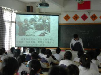 翠园中学初中部举行 青春暖流 赈灾重建 募捐活动图片