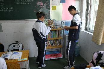 翠园中学 初中部 班级书吧点燃学生读书热情图片