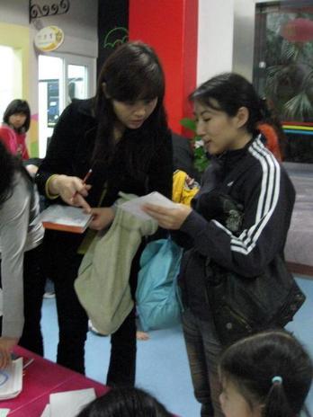 """教工幼儿园开展""""亲子自制图书""""竞赛活动"""