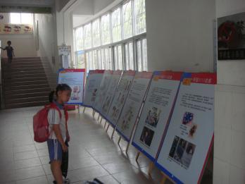 罗湖区中小学开展2011科技周科普展板宣传活动