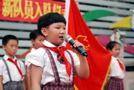 """""""相约红领巾,我的中国梦""""——翠茵学校举行一年级新队员入队仪式"""